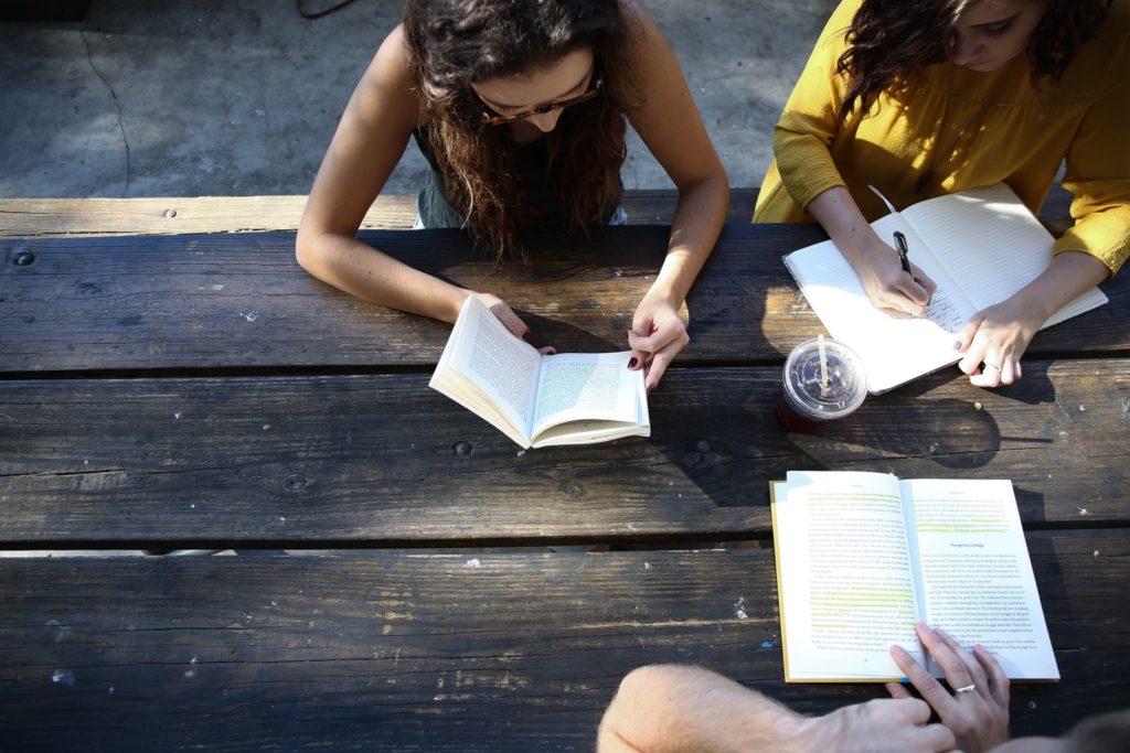 SAT는 학교 시험과 다르다